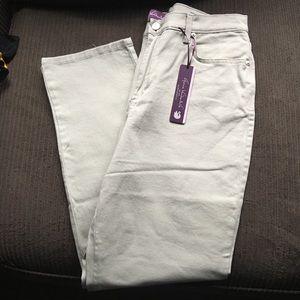 Gloria Vanderbilt light green pants. NWT size 10.